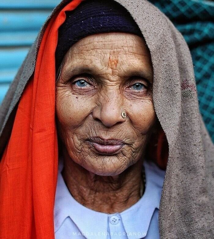 Portrait of an old Rajasthani woman, taken in the streets of Pushkar