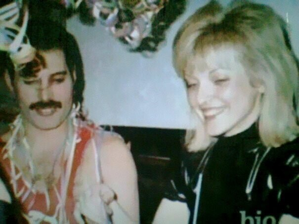 25 Photos Of Freddie Mercury With His First And Only True Love, Mary Austin