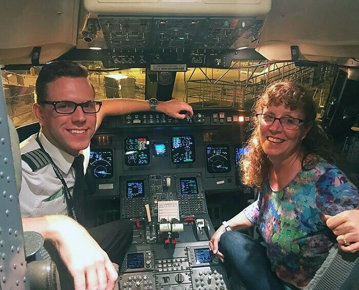 Explaining how his mom ended up being the only passenger on his flight
