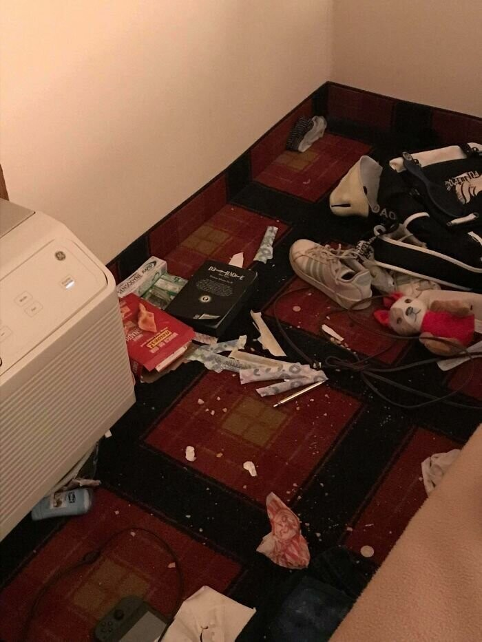#17 I Went With A Church Group To Pennsylvania, And This Was My Roommates Side Of The Hotel Room