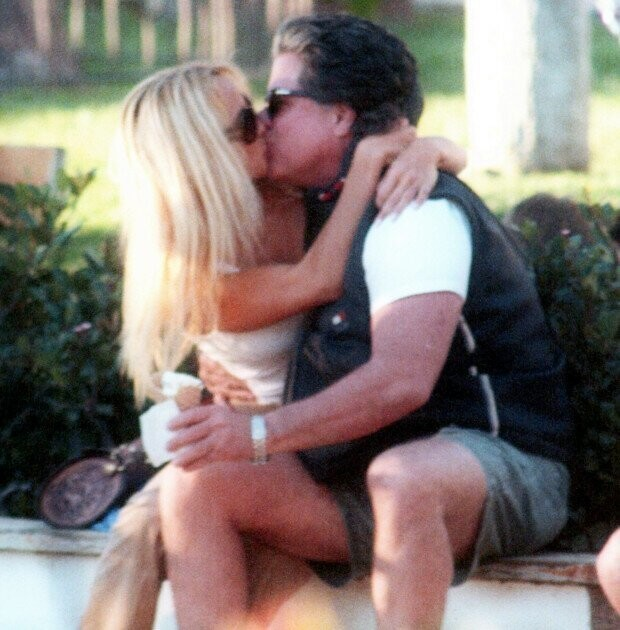 Pamela Anderson and Jon Peters spotted kissing in 2004