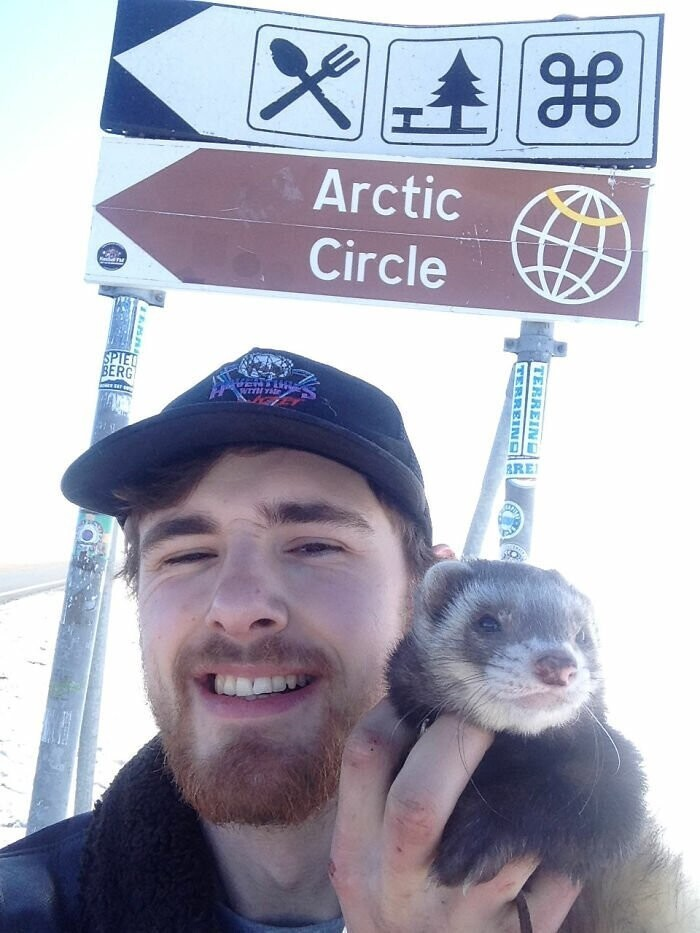 Guy Loses His Best Friend, Mom, Finds Peace By Quitting His Job And Traveling With His Pet Ferret
