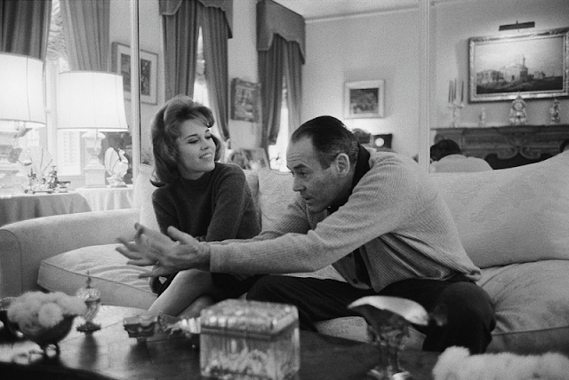 Henry Fonda explaing a scene to Jane Fonda during her visit to his apartment.