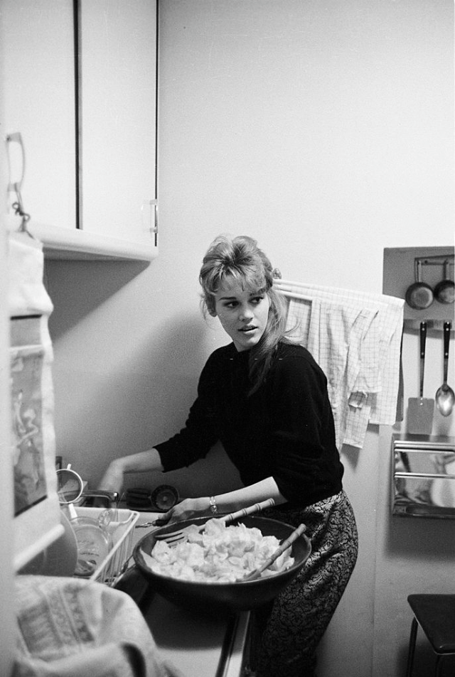 Jane Fonda preparing the meal in the kitchen at her apartment.
