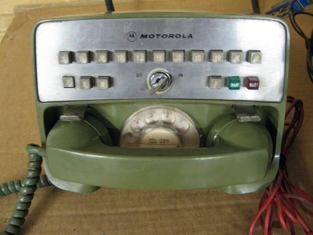 Самые первые телефоны в автомобилях