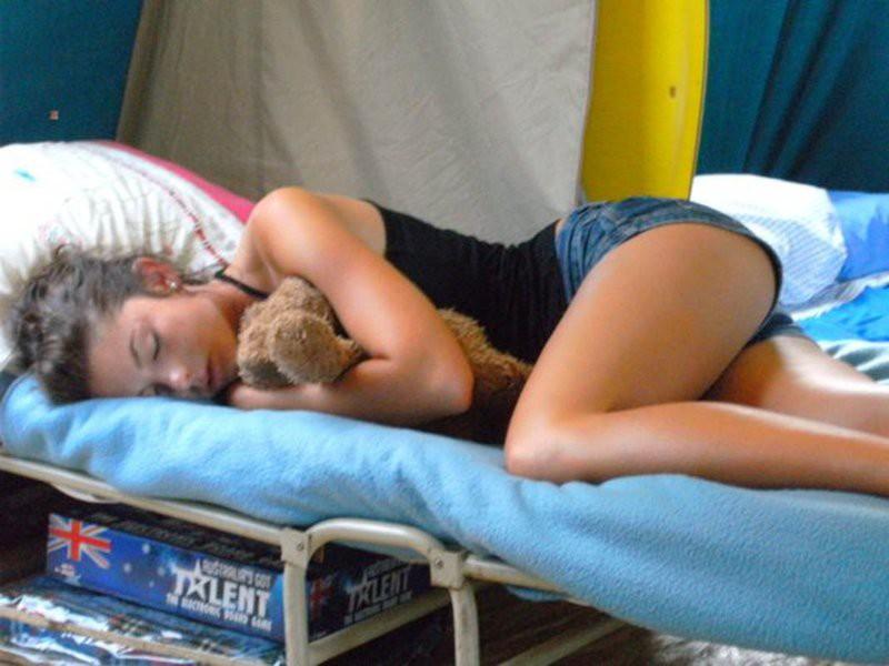 Спящие девушки на работе девушки на досуг работа