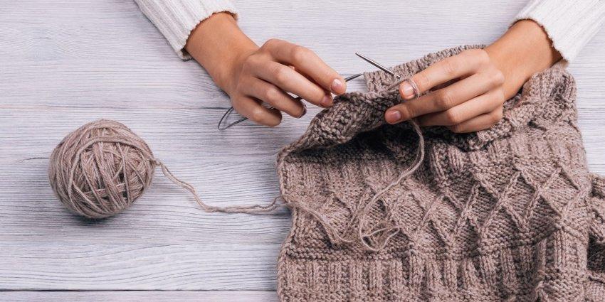 To knit — это английский глагол «вязать». А для распускания связанного в 1990-х появился глагол to tink — knit наоборот. Это правда?
