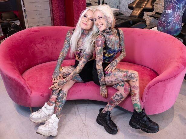 Познакомьтесь с самыми татуированными близняшками Голливуда!