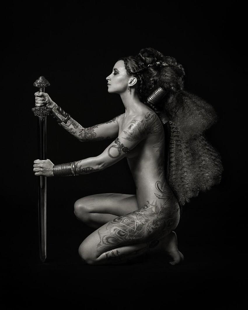 Чернильные истории: будоражащие снимки удивительных женщин и их татуировок
