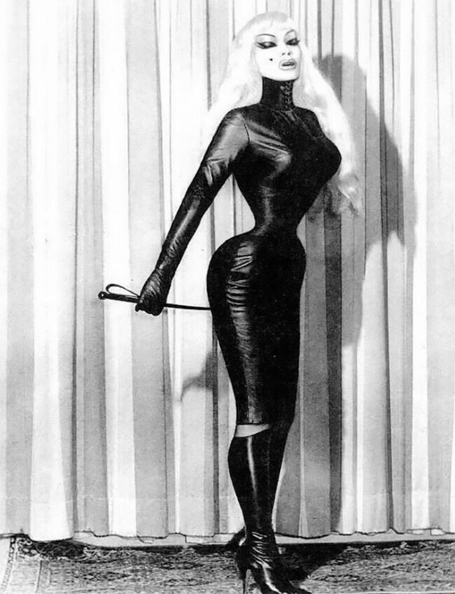 Кора Корсетт: фетиш-модель из 70-х с ужасающе перетянутой талией
