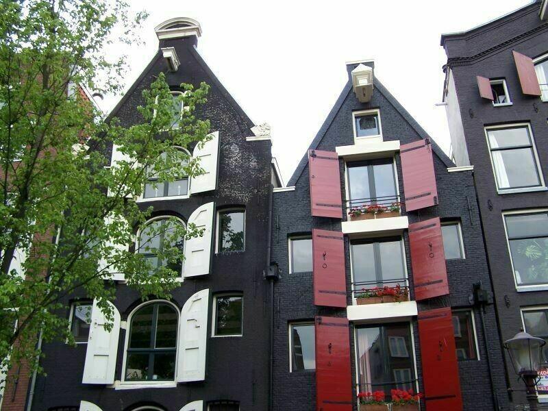 Почему голландцы невешают шторы наокна