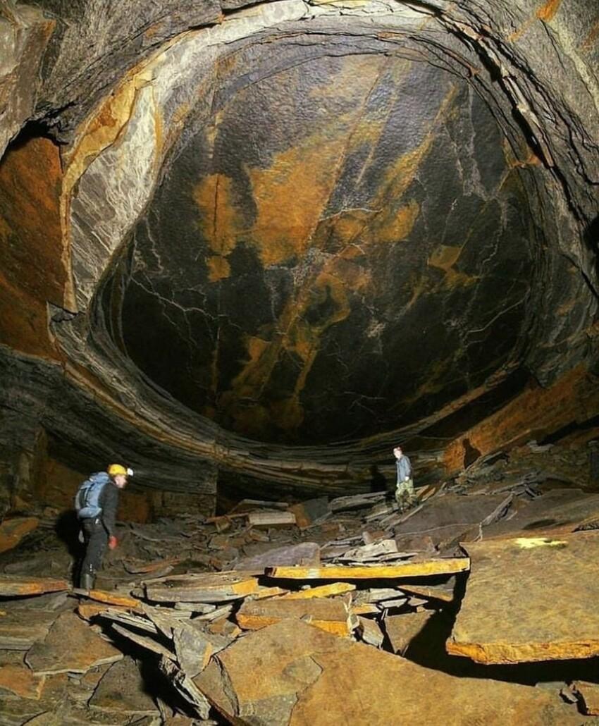 """Магическая схожесть высоченной стены каменноугольного рудника в Великобритании с глазом рептилии, в шахте под названием """"Око дракона"""""""