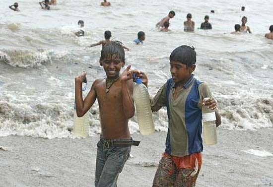 Мумбайский психоз 2006 года: люди пили морскую воду