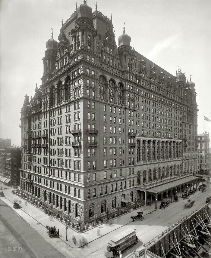 """Отель """"Вльдорф-Астория"""" в Нью-Йорке. Снесен в 1929 году для постройки на его месте Эмпайр стейт билдинг"""
