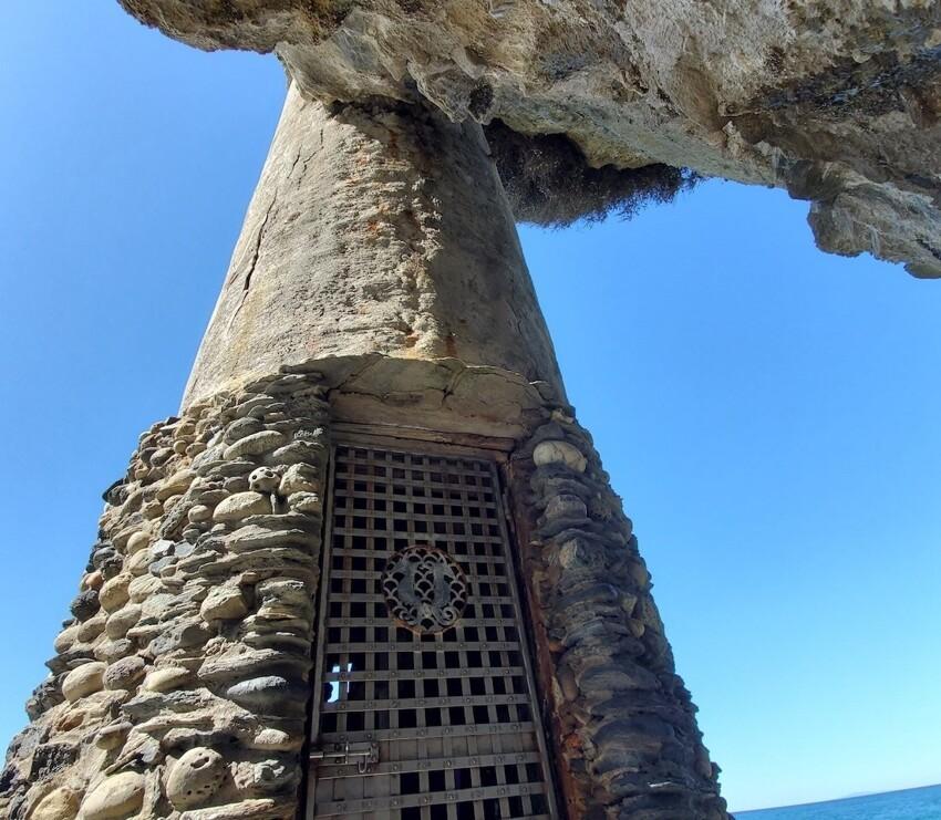 """Для чего была построена """"Пиратская башня"""", у которой вход находится под самой крышей"""