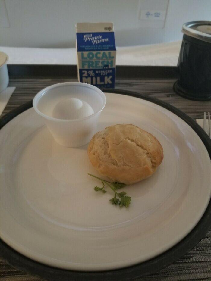 """""""Мой завтрак в госпитале в Чикаго. Объем зеленого гарнира впечатляет"""""""