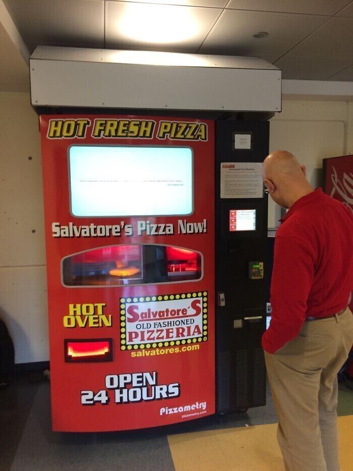 """""""У нас на работе поставили торговый автомат по продаже пиццы"""""""