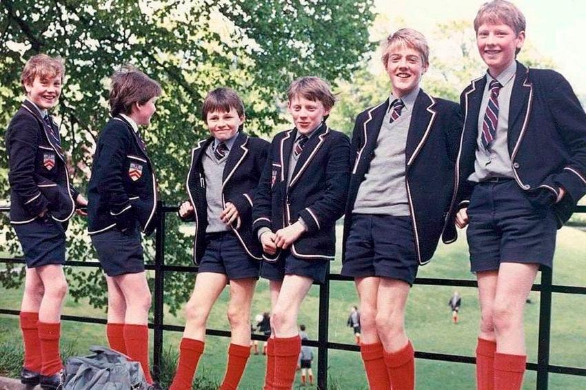 Почему вАнглии мальчикам до8летнельзя носить штаны?