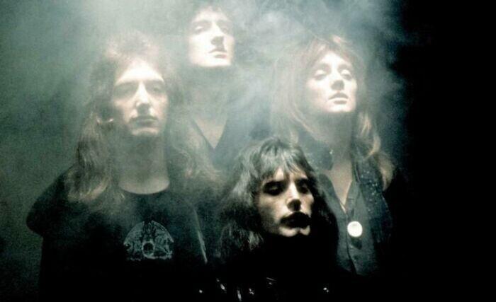"""4. Группа Queen на съемках музыкального клипа к """"Богемской рапсодии"""" в 1975 году"""