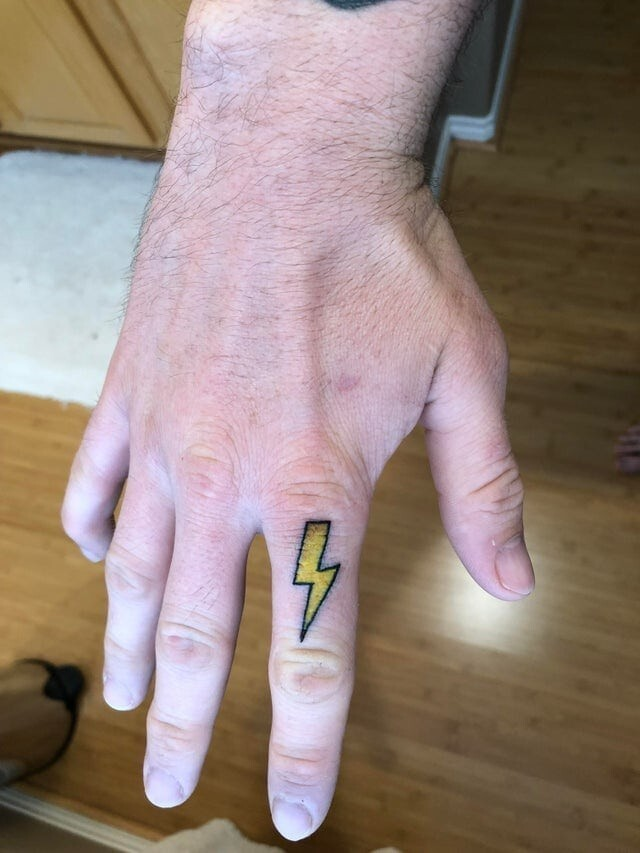 17 татуировок, за которыми скрываются важные события и воспоминания