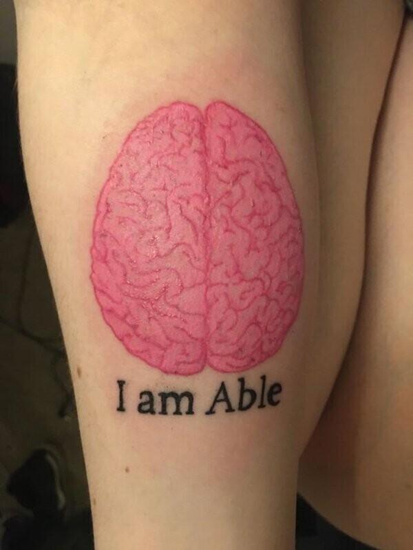 """""""Я сделала эту татуировку, чтобы напоминать себе: моя инвалидность не определяет всю мою жизнь"""""""