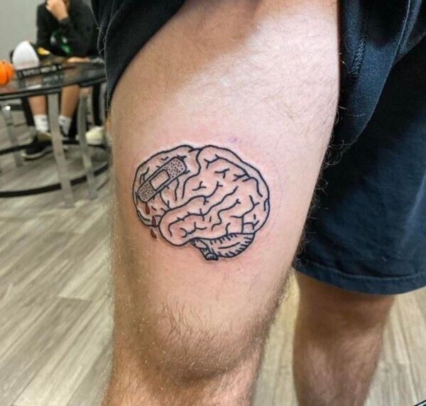 """""""Эта тату напоминает мне о полученной травме головного мозга. Она помогает с большей легкостью смотреть на жизнь"""""""
