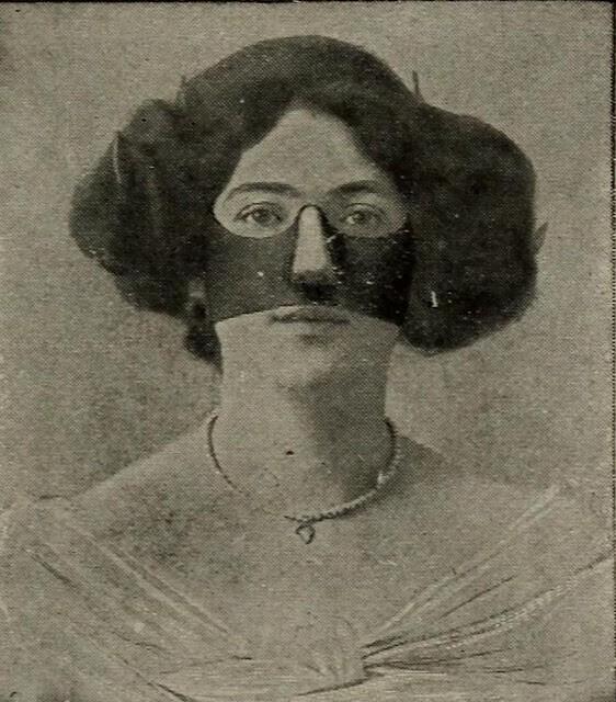 Жуткие косметические резиновые маски 1910-х годов