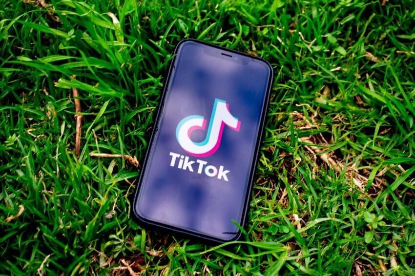 Эксперт сравнил TikTok с криминалом: чем опасны для детей новые тренды