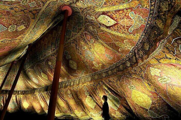 5. Османская трехмачтовая палатка XVII века из шелка и позолоченной кожи