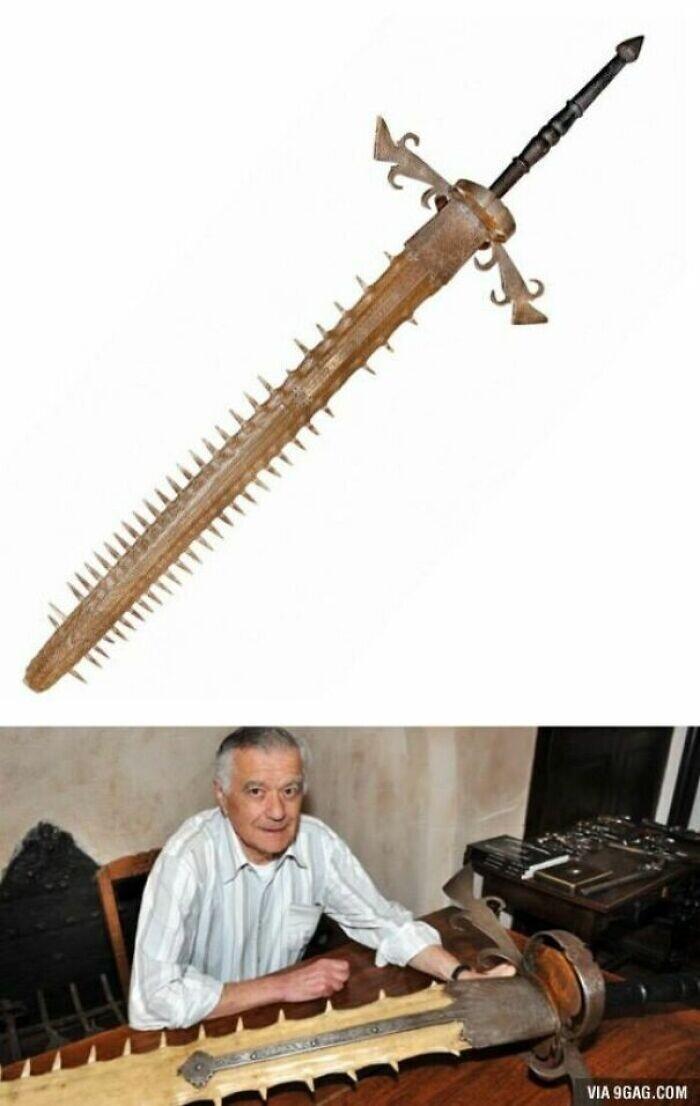 34. Гигантский двуручный меч баварского курфюрста Максимилиана II, сделанный из морды рыбы-пилы, 1689 год