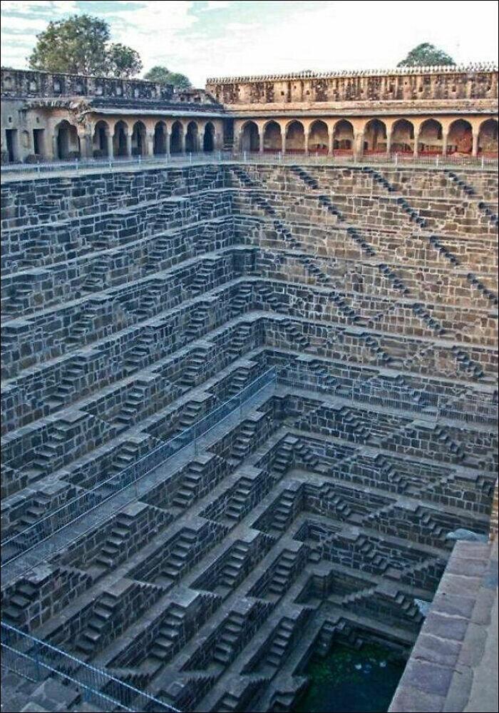 22. Чанд Баори, самый большой и глубокий ступенчатый колодец в Индии