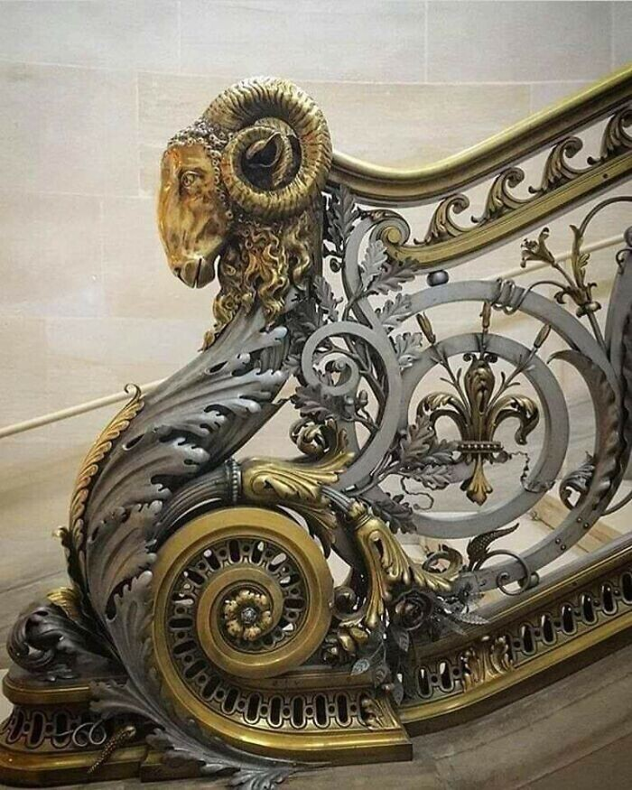 33. Замок Шантильи, перила из кованого железа, изготовленные в 1870 году братьями Моро по рисунку архитектора Оноре Дауме