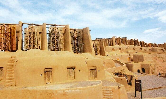 6. В небольшой деревне Наштифан в Иране до сих пор работают одни из самых старых ветряных мельниц в мире