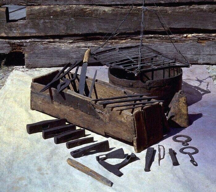 40. 1000 лет назад какой-то викинг-ремесленник потерял все свое оборудование в озере Мастермир на острове Готланд