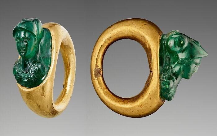 37. Древнеримское золотое кольцо с камеей-бюстом Минервы из хромового халцедона, ок. 1 век н.э.