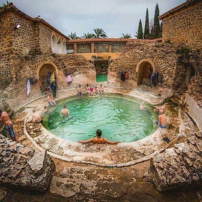 15. Древнеримская баня все еще используется спустя 2000 лет в Хенчеле, Алжир