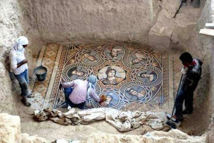 21. Стеклянная мозаика возрастом 2000 лет из древнего города Зеугма в Турции