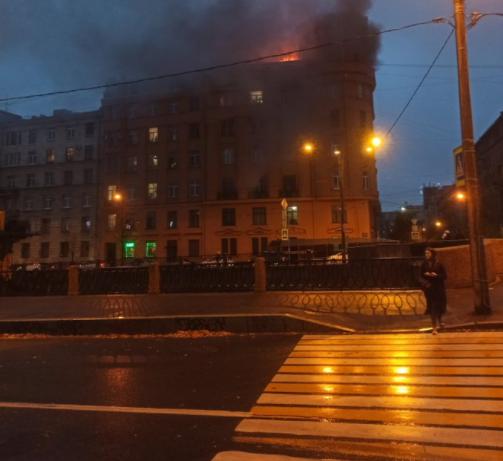 Губернатор-слоупок Беглов не заметил пожар в историческом здании в центре Петербурга