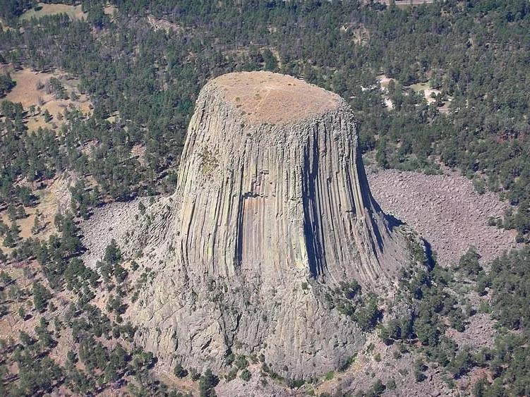 «Башня дьявола» или«ДомМедведя»:3 невероятные легенды удивительной скалы